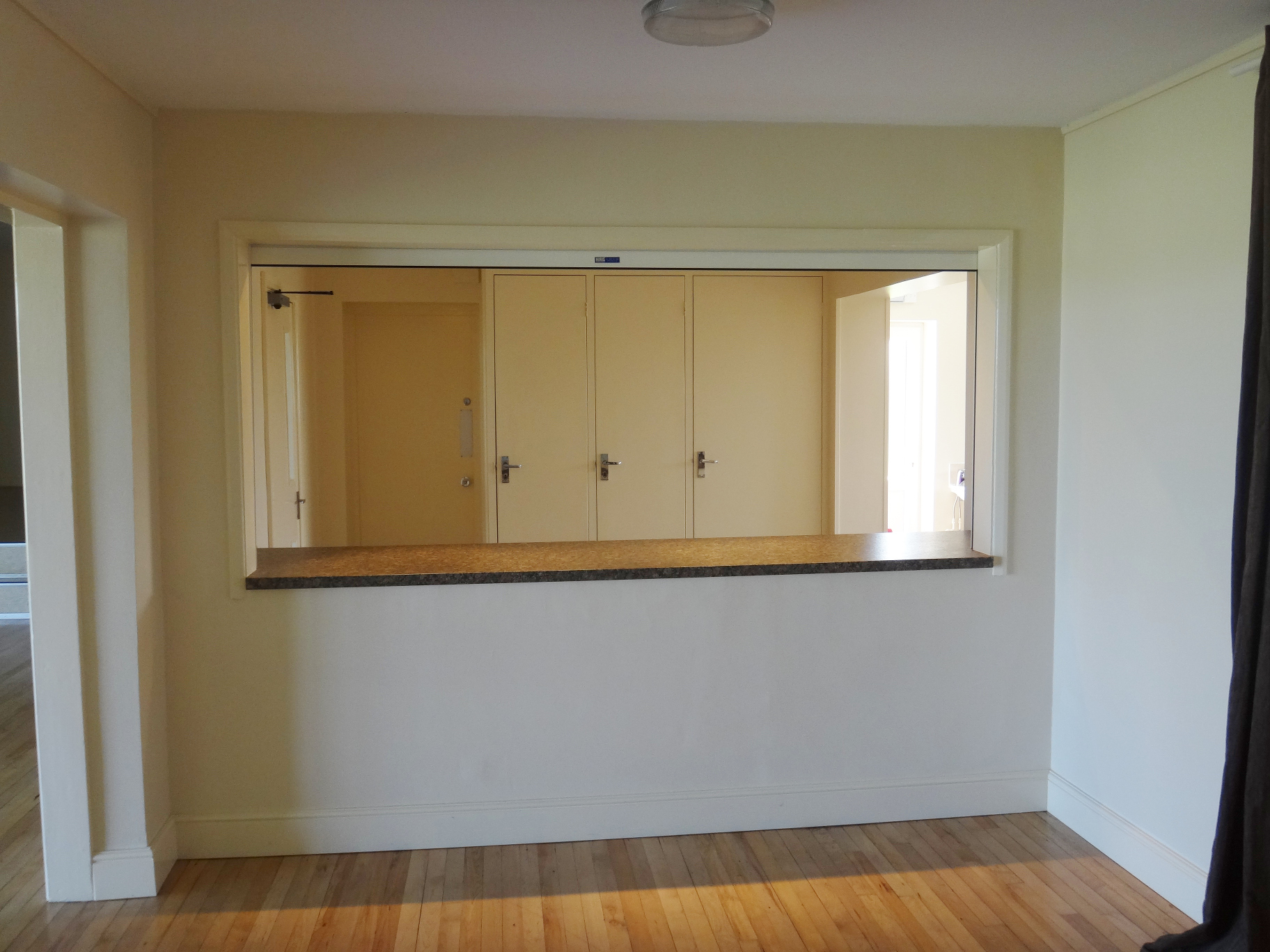 9 Large Kitchen Serving Hatch